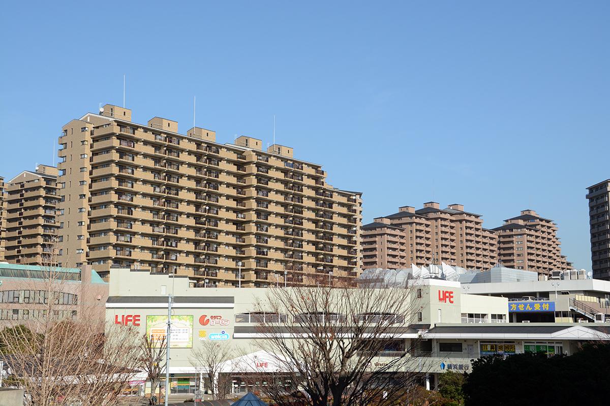 緑園都市駅前のマンション群、サンステージ西の街と東の街