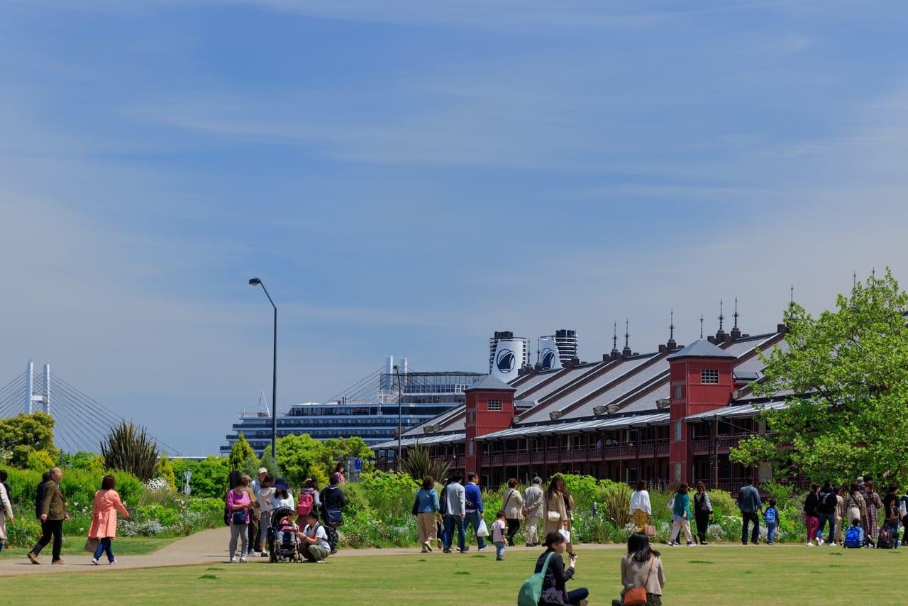 横浜、新港中央広場からの眺め